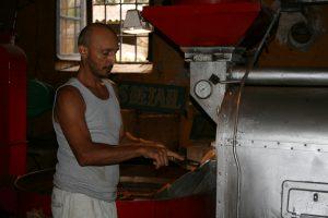 Corsica Le Bon Cafe, testing the beans
